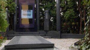 Dünyanın İlk Dijital Mezar Taşı Yapıldı
