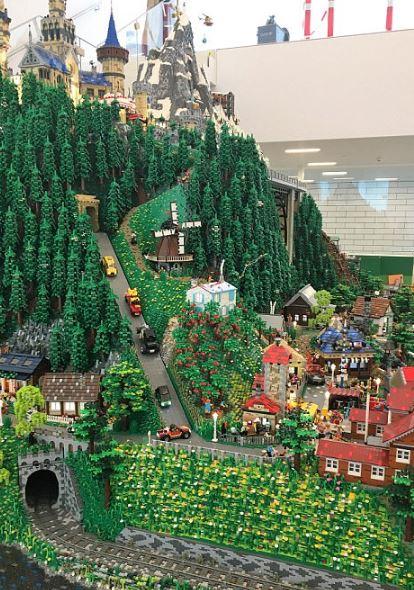 Oyuncak Devi Lego'nun Köyü