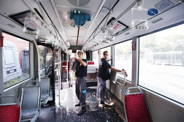 Metrobüslerin Temizliği Nasıl Yapılıyor?