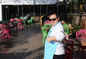 Down Sendromlu Emrah'ın Tebessüm Cafe'de Çalışarak Hayata Tutunması