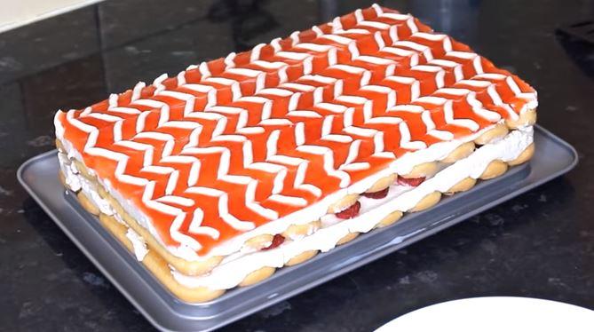 Frambuazlı Kedidilli Pasta Tarifi