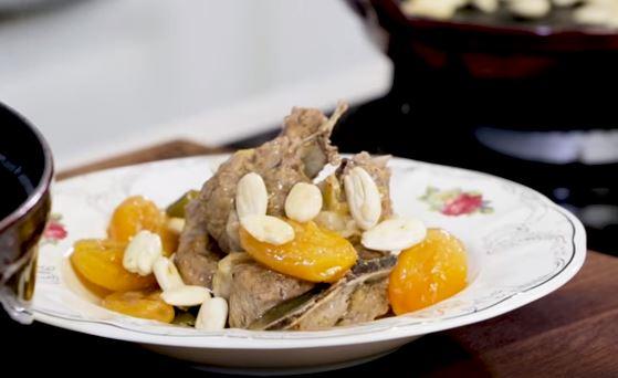 Kayısılı Bademli Et Yemeği