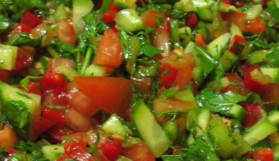 Kaşık Salata yapımı