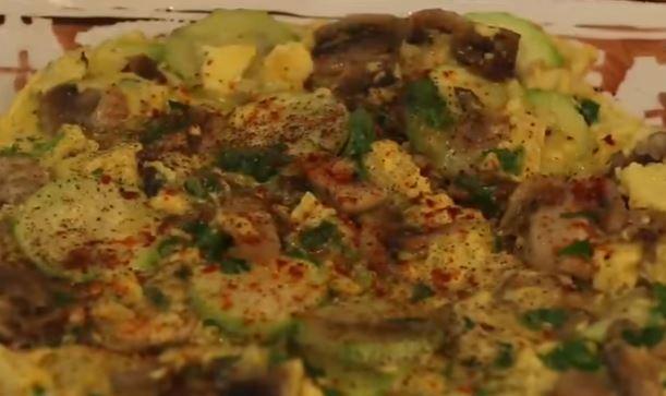 Kremalı Mantarlı Kabaklı Yumurta yapımı
