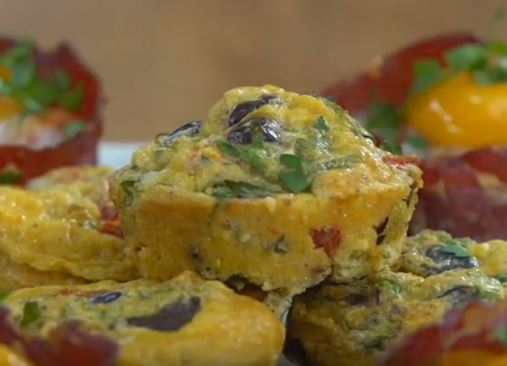 Kuru Domatesli ve Peynirli Yumurta Muffinleri Tarifi
