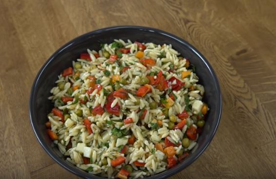 Sebzeli Şehriye Salatası Yapmı