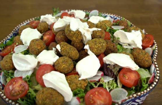 Falafel Salata Nasıl Yapılır?