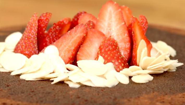 Kakaolu Tavada Kek Yapımı